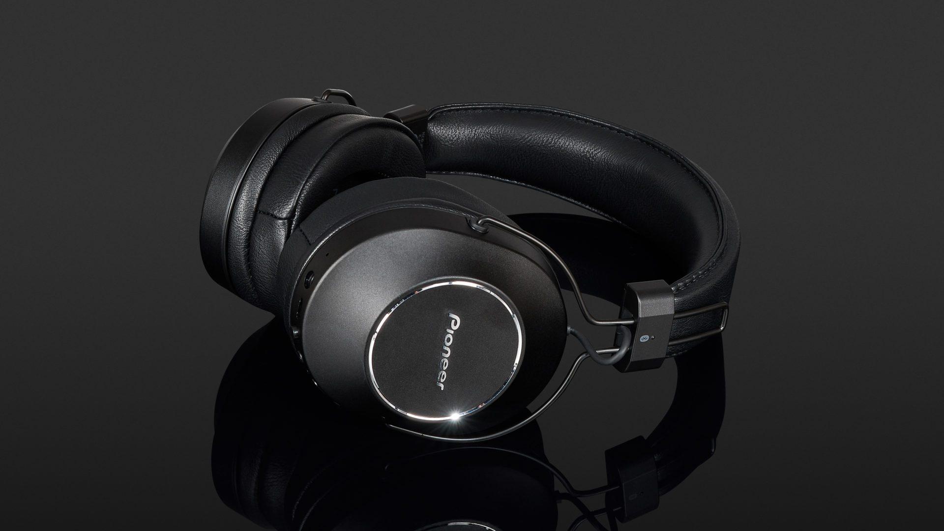 Pioneer SE-MS9BN S9 Review   headphonecheck.com