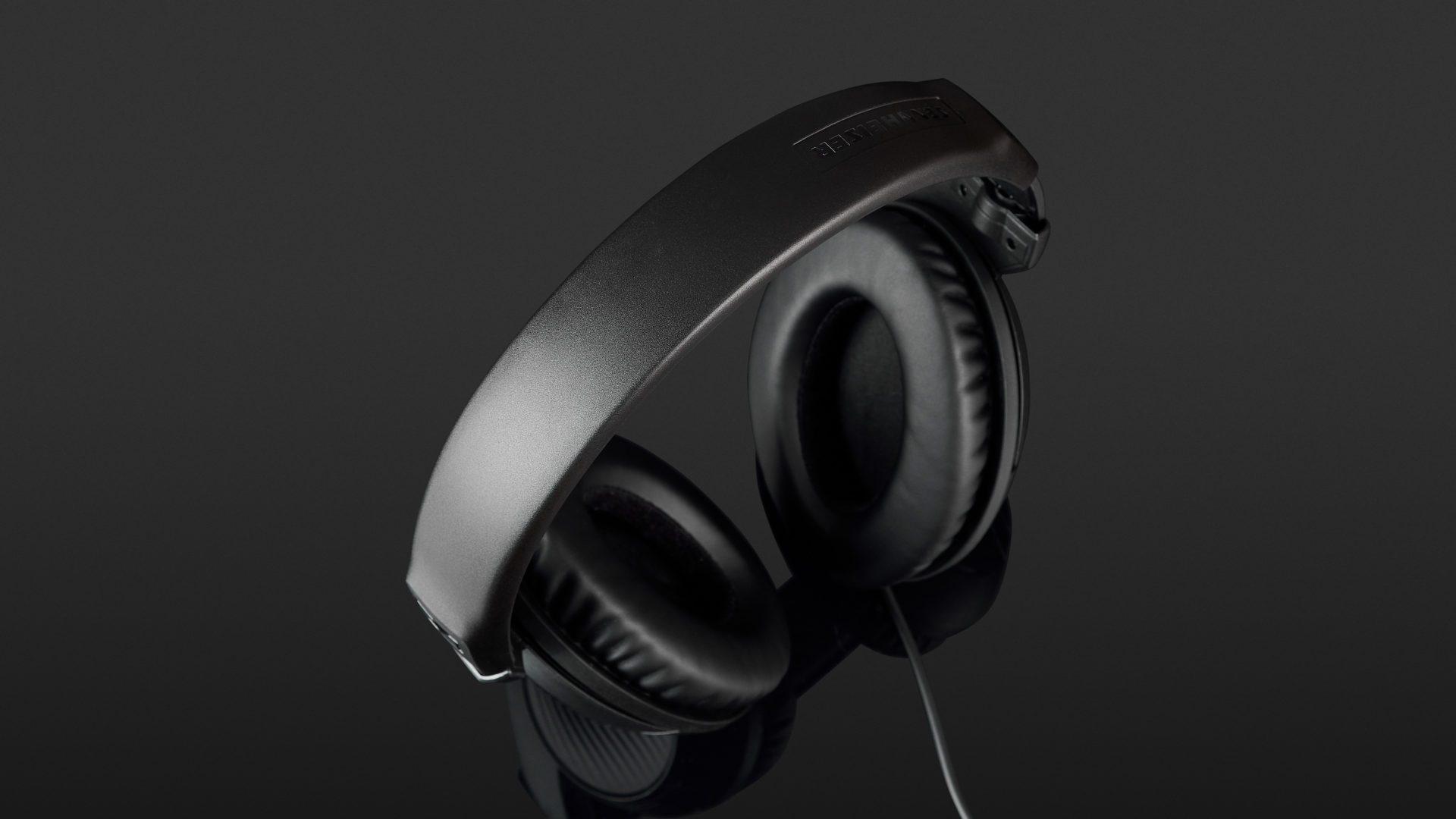 Sennheiser HD 200 Pro Review | headphonecheck.com